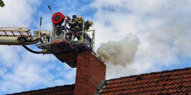 test Twitter Media - Feuerwehr bei Schornsteinbrand 'Am Südufer' im Einsatz https://t.co/zZJhvERGqq https://t.co/jut86d4L0z
