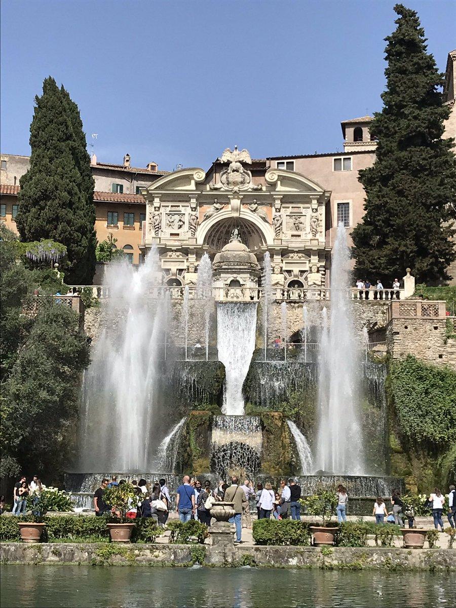 La meraviglia di Villa d'Este a Tivoli 😍 L'Italia è stupenda 🇮🇹❤️ @albertoangela #meraviglie #Villa https://t.co/6rxL48gIpX