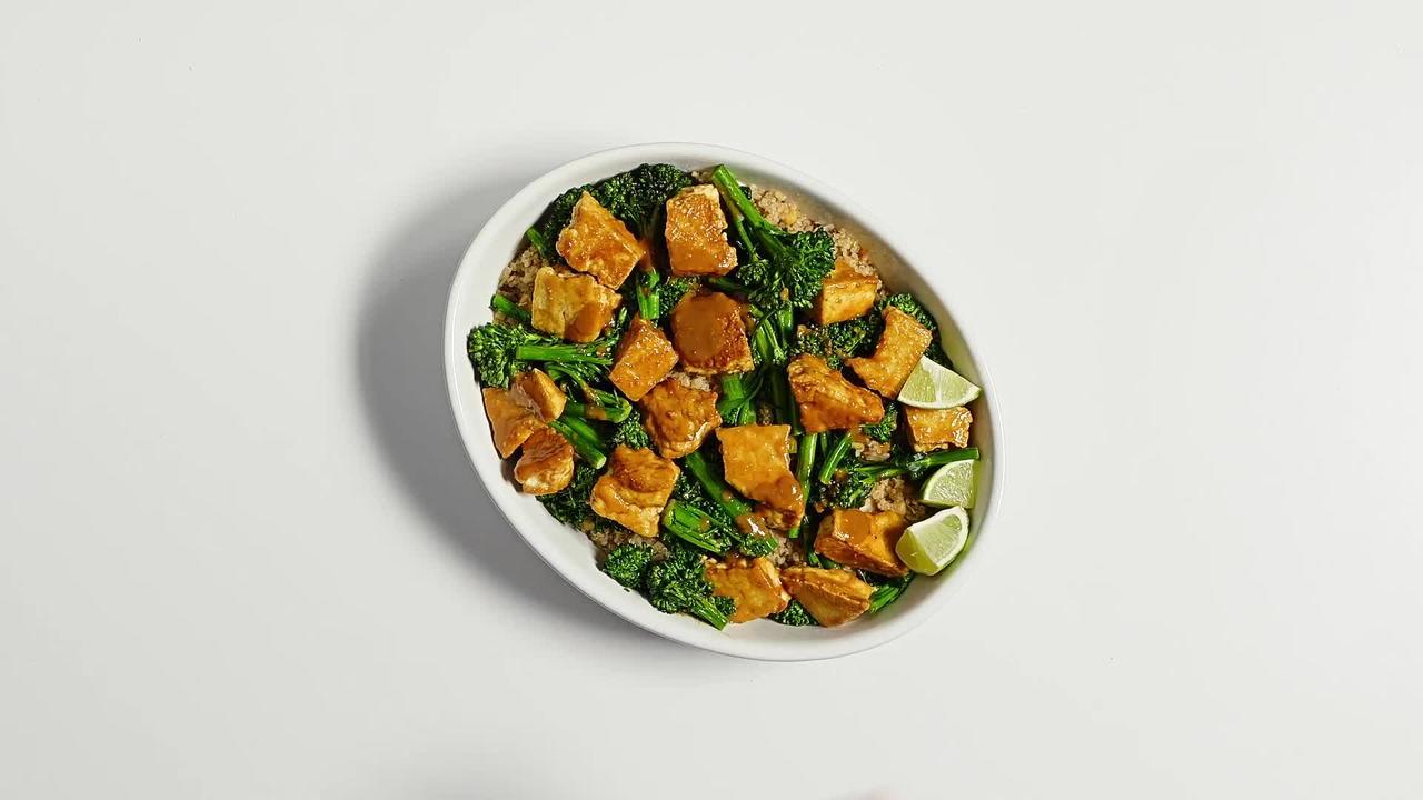 Crispy tofu + zippy peanut sauce + broccolini = happiness https://t.co/rt8lUpwlJY