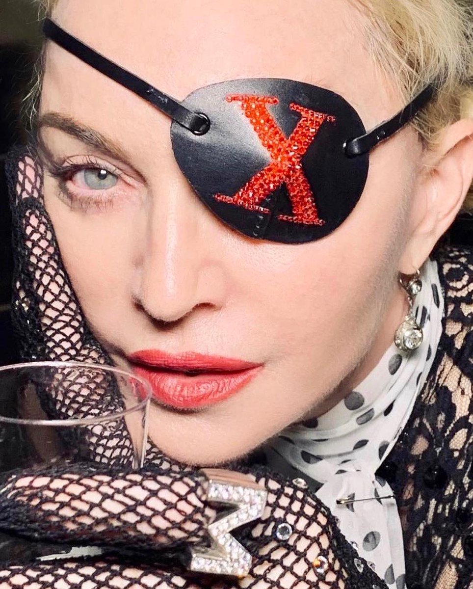 Madame ❌ sipping my pain just like champagne............. ???? #medellín out now @maluma ????❌ https://t.co/Vhm0tY41Ok