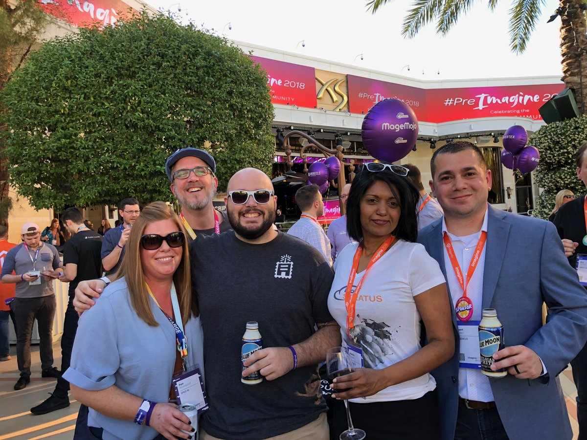 WebShopApps: Look at @jissereitsma - always trying to crash a picture :) #PreImagine #MagentoImagine #throwback #2018 https://t.co/5t6e97zMQp