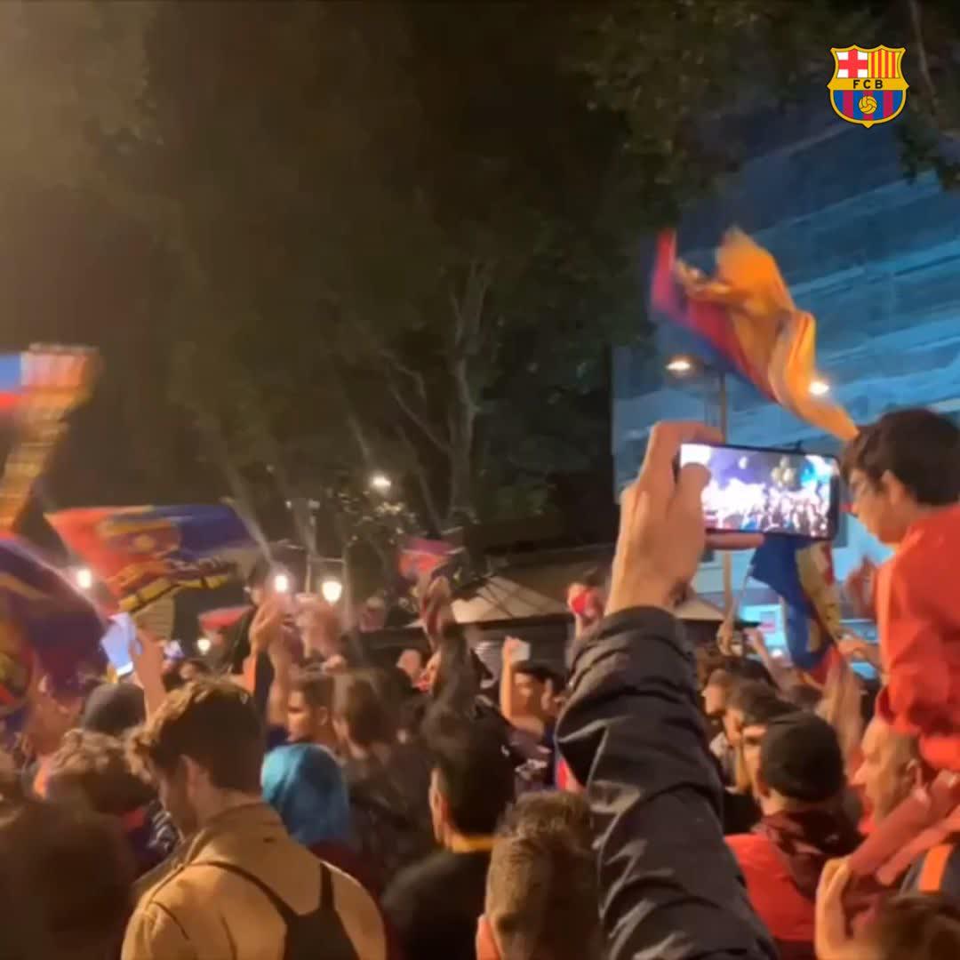 RT @FCBarcelona: ???? Font de Canaletes ???? Lolololololooooooo ???? Unconditional ????❤ Barça fans #WeColorLaLiga https://t.co/qjPUcE6to2