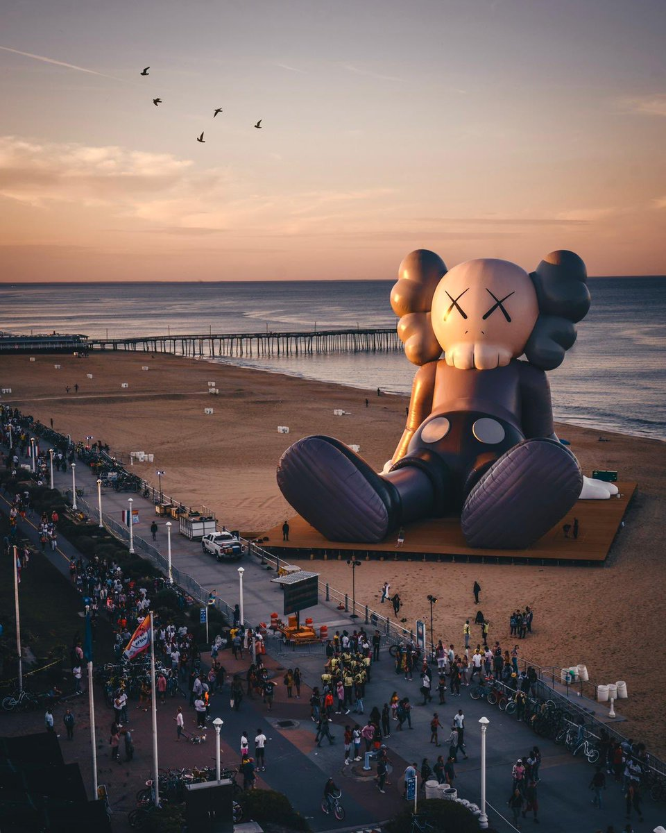 #KAWS #HOLIDAY @SITW https://t.co/KY3YcQfnvJ