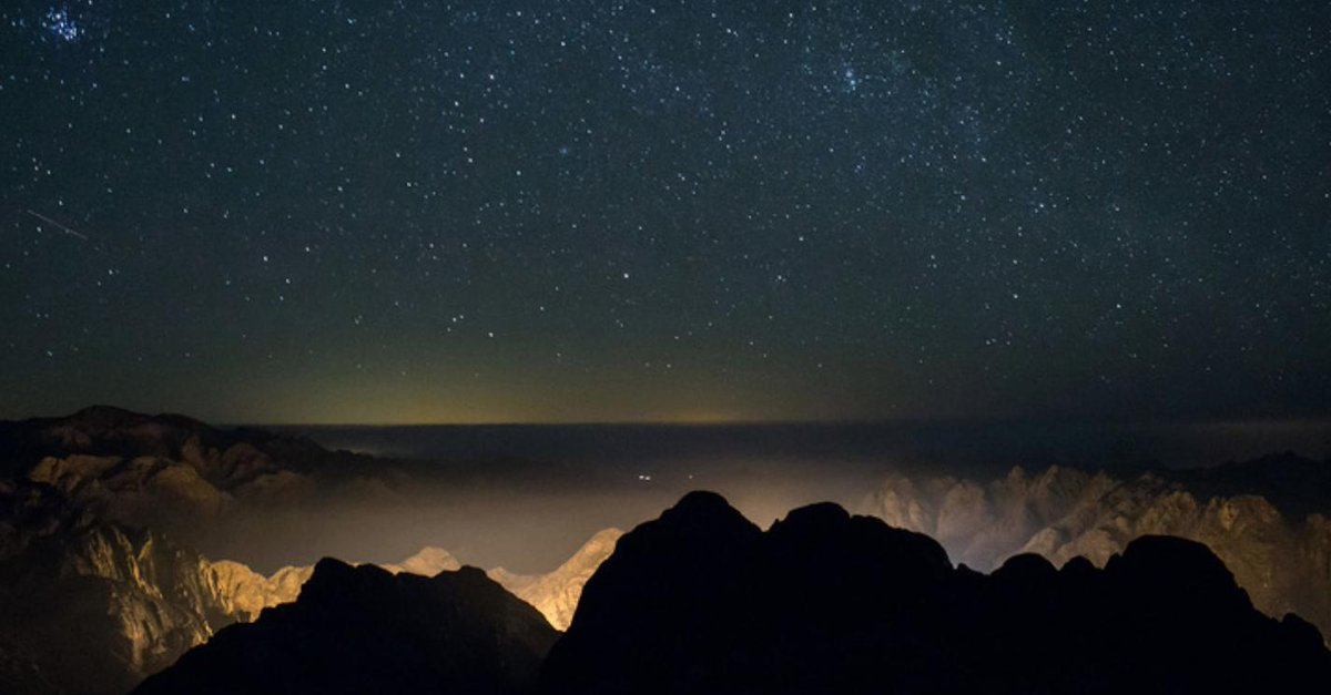 Night view of Sinai, Egypt... simply stunning.  https://t.co/RJRRY5maZi https://t.co/vpJF5EzpGB