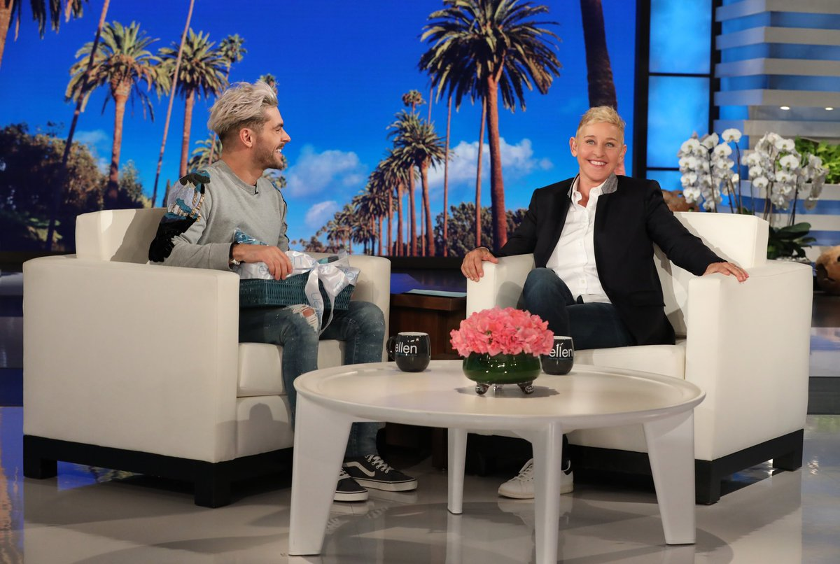 Back on @TheEllenShow today, hard to stop smiling around her ????❤️ https://t.co/b16Bs3is7P