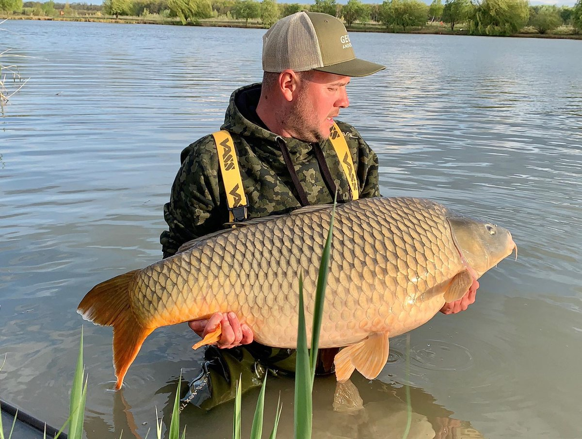 A b<b>Eau</b>ty for Calin. #carpfishing #vasswaders https://t.co/ion2NecQDv