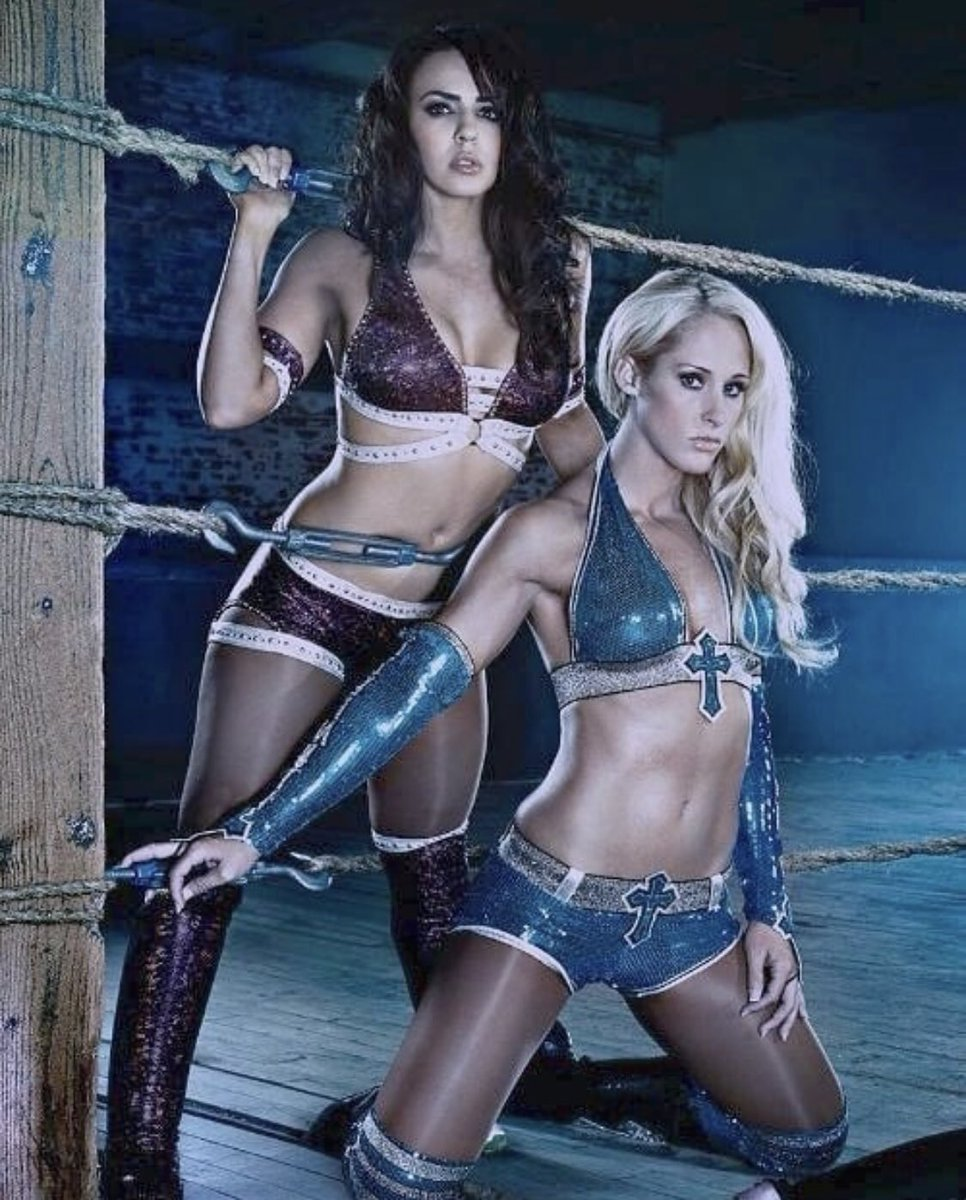 Great times , love this pic! #laycool #entertaining #gogetters #flawless ???? https://t.co/SpigUGnBrB