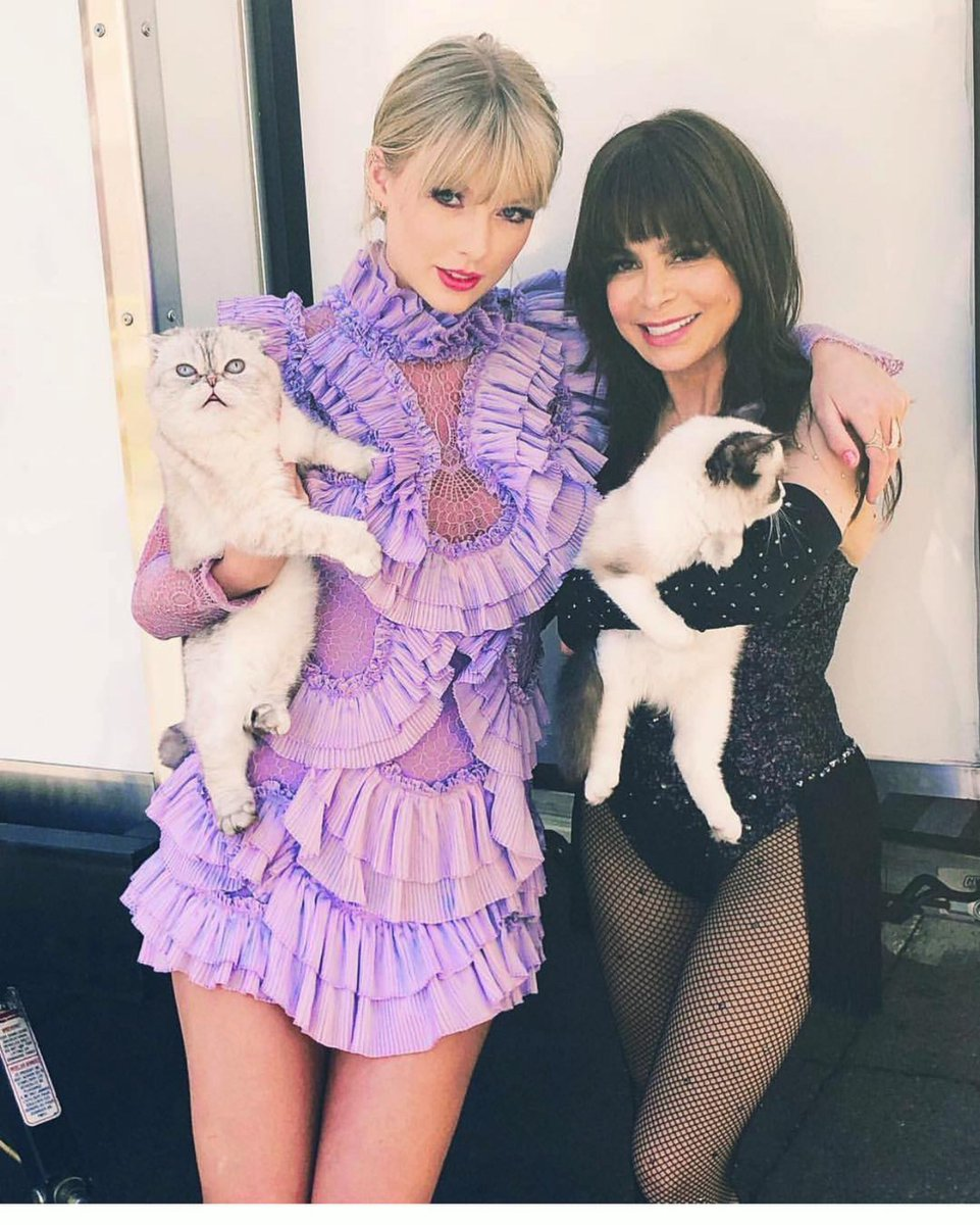 Ran into @taylorswift13 and her two babies backstage at @BBMAs ✨ ???? I JUST ADORE YOU!!!! ???????????????? xoxoxoxoP https://t.co/ZW25FsL2KG