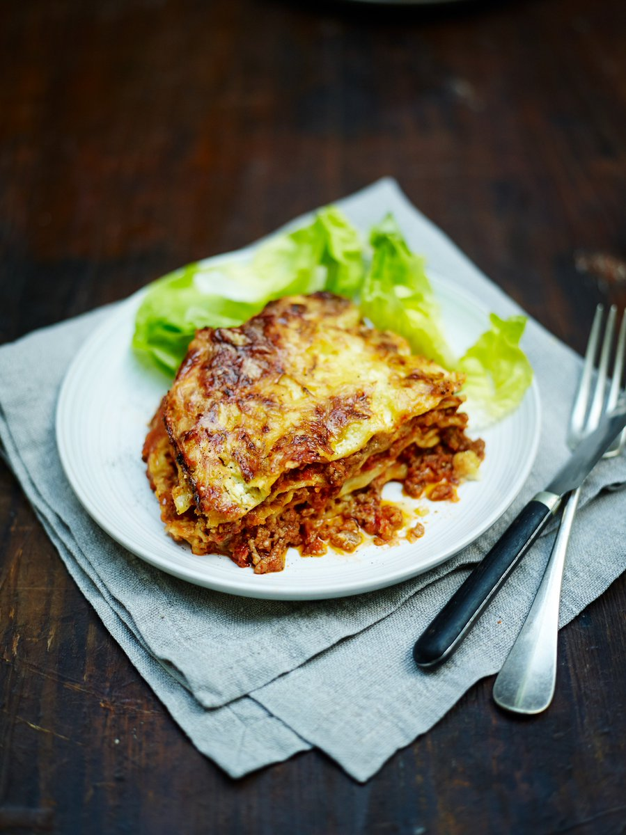 Looks like it's a lasagne kind of night! ????  Recipe this way >>> https://t.co/kJ5lVnI7iI #FamilyDinner https://t.co/MykoxsuRAx