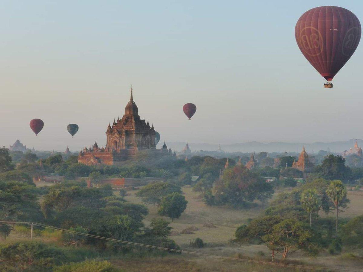 Beautiful balloon scene in Bagan..  https://t.co/BTwtEavIZj https://t.co/Rb2lCd7Wuj
