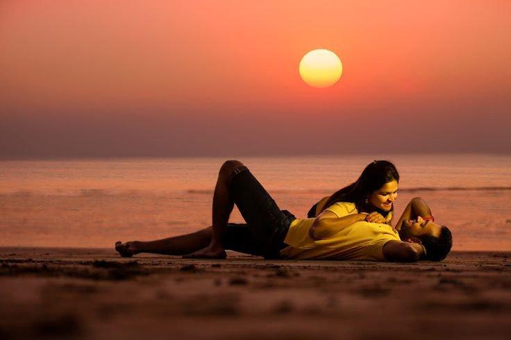 سأبحر في عينك..... أنا المتيم بهواكِ وأذوب عشقا للقياكِ  هاتى يديكِ....  حتي نرقص تحت  ضوء القمر فأنا أحبكِ كنغمةً عجزت  موسيقي العالم  ان تعزف مثلها فدعيني أعيش  في أمان_❤ https://t.co/omSoibYZrC