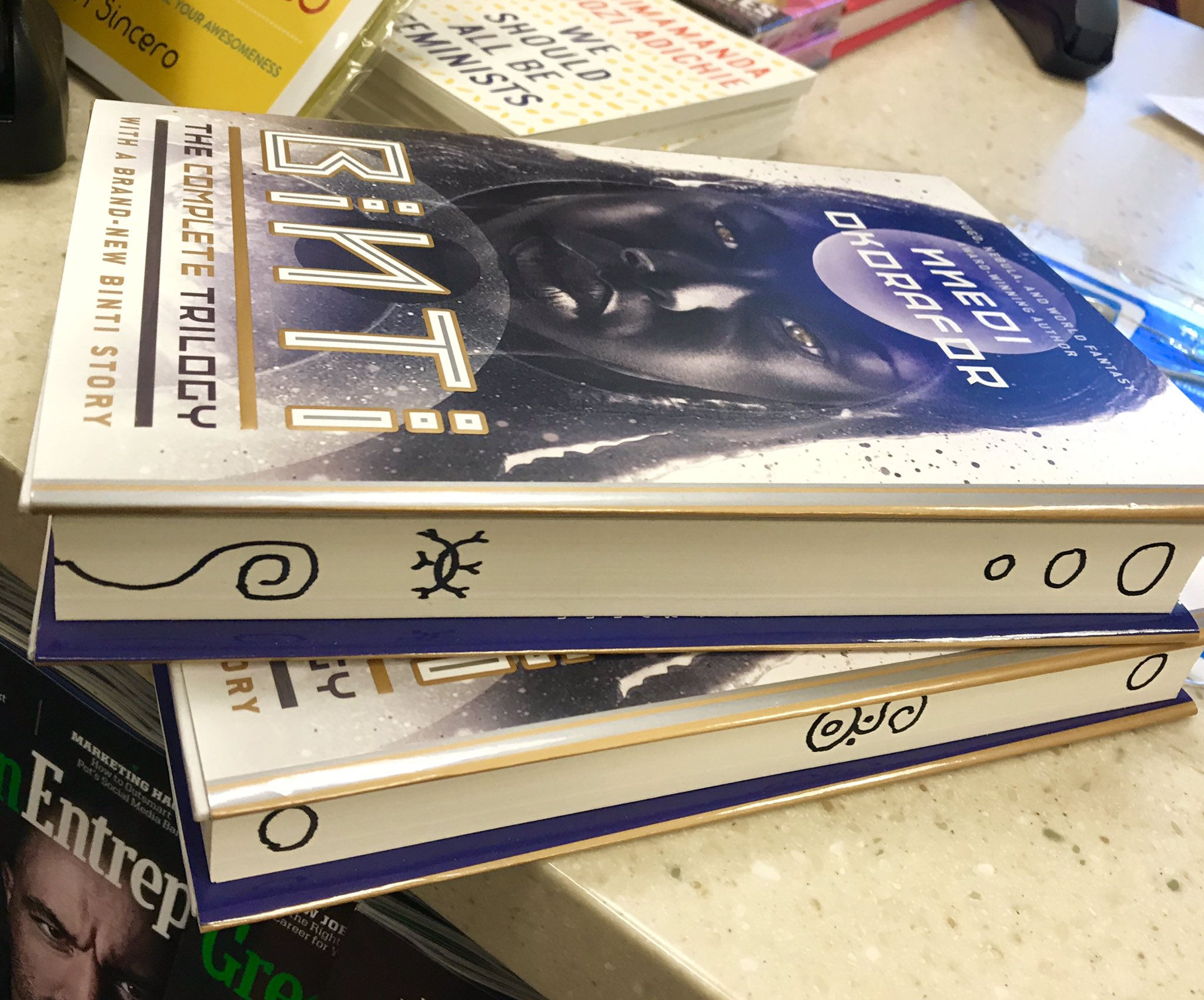 Just guerrilla-signed these two Binti omnibus copies at Barbera's Bookstore (terminal 2) at O'Hare Airport. 😊 https://t.co/XoD58JAspN