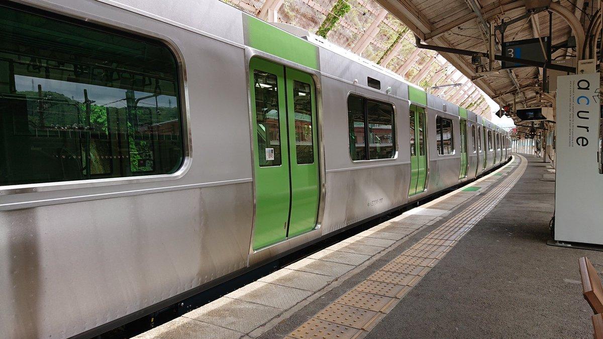 test ツイッターメディア - 電車が遅延。さっ電車来たと思ったら、まさか新型の山手線🚃♻️ 僕が待っているのは、二両編成の上越線だよ(笑) ここは群馬と新潟の県境😵💦 https://t.co/3SiKK2qVEs