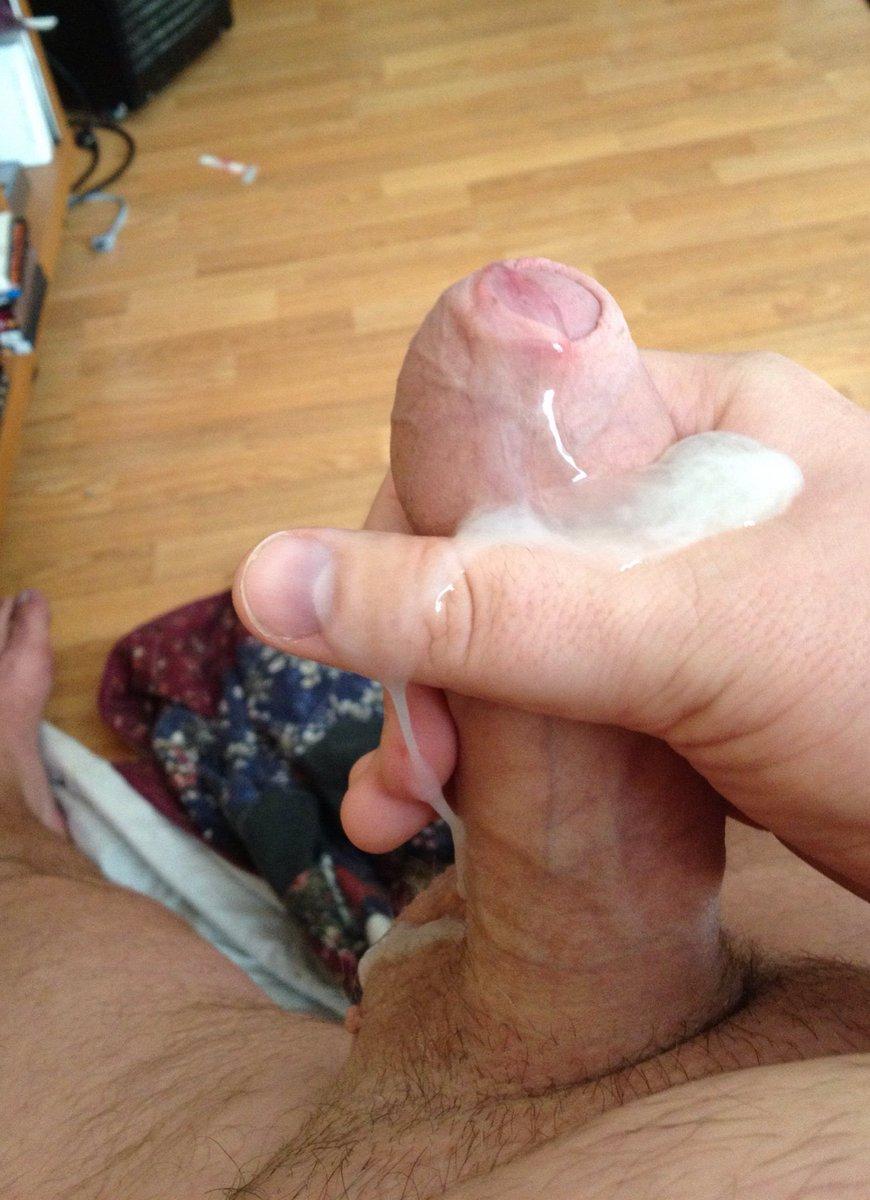 RT @HaliGay: Wanna taste my load anyone? Retweet if you do :) https://t.co/wYGKwX9TVj