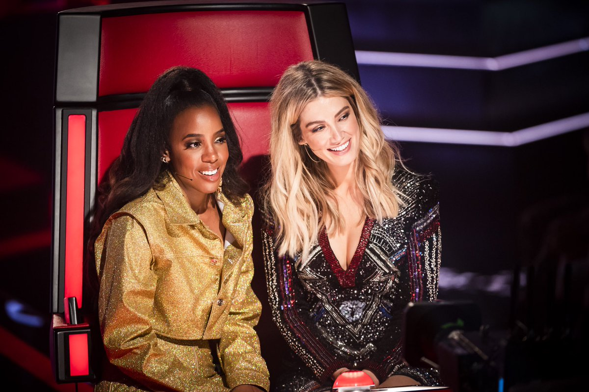 Back with my Aussie sister for another season of #TheVoiceAU! 7.00 TONIGHT https://t.co/hirnP1SQI3