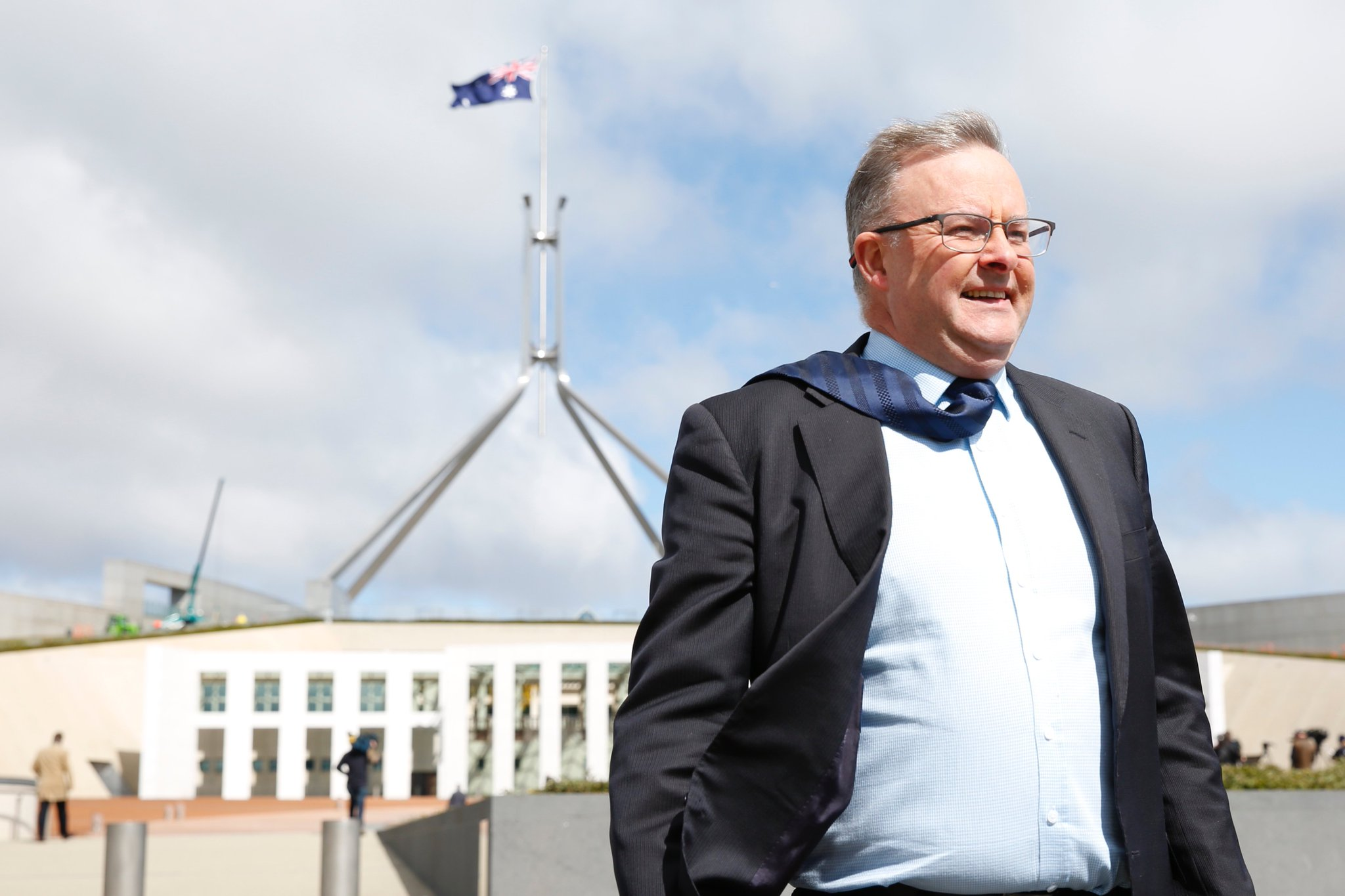 """#BREAKING Anthony Albanese officially announces he'll be a candidate for Labor leader. He says the election is a """"devastating result"""" for Labor and the party needs to examine the outcome #ausvotes https://t.co/OZrPyPU6bn"""