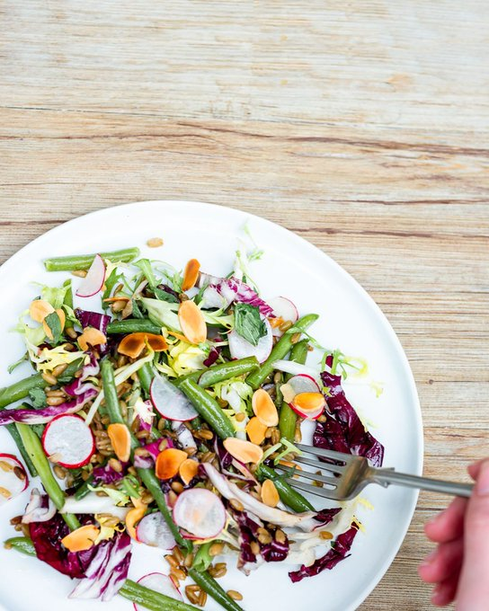 💥Green beans, radicchio & spelt, tossed with mint and roasted almonds💥