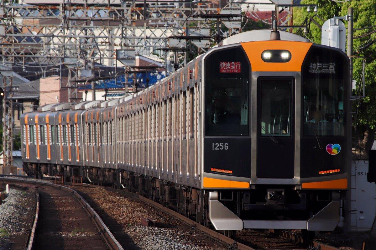 test ツイッターメディア - なんば線10th記念1dayパスが5月いっぱいまでとのことでしたので、銀の電車を求めて東奔西走してました_(:3 」∠)_ 緑の中を駆け抜ける様や圧巻の10両編成は阪神線内では味わえない良さみがありますね https://t.co/fQH4Wy4VOF