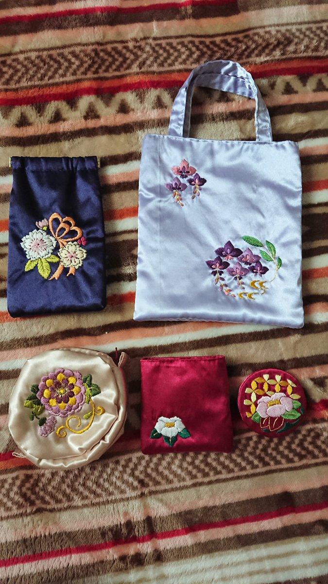 test ツイッターメディア - フェリシモの日本刺繍を作成して余った刺繍糸でポーチを作成する☺️図案をPCから取った、月と椿、二羽の鶴😅なんとか出来た😤ポーチの裏布はもちろん、赤です😅 #フェリシモ  #日本刺繍 https://t.co/T5ZK6PlJGU