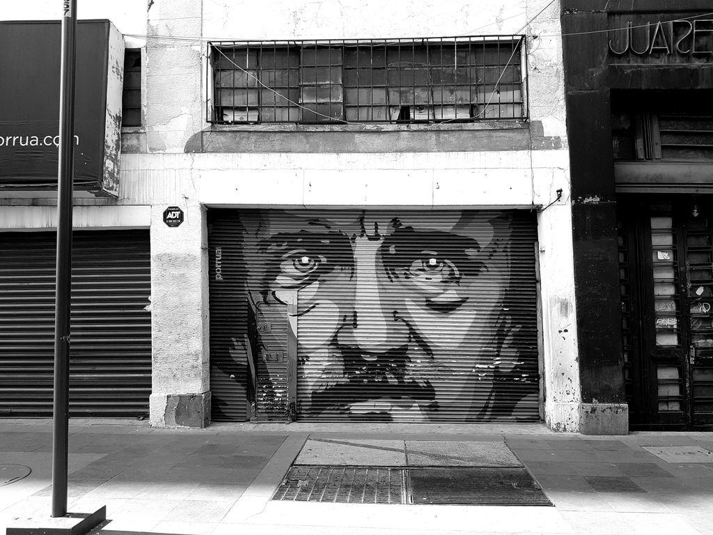 Excellent Edgar Allan Poe street art in Mexico ????  https://t.co/emrVR7nWdD https://t.co/k6XYtQnYKO