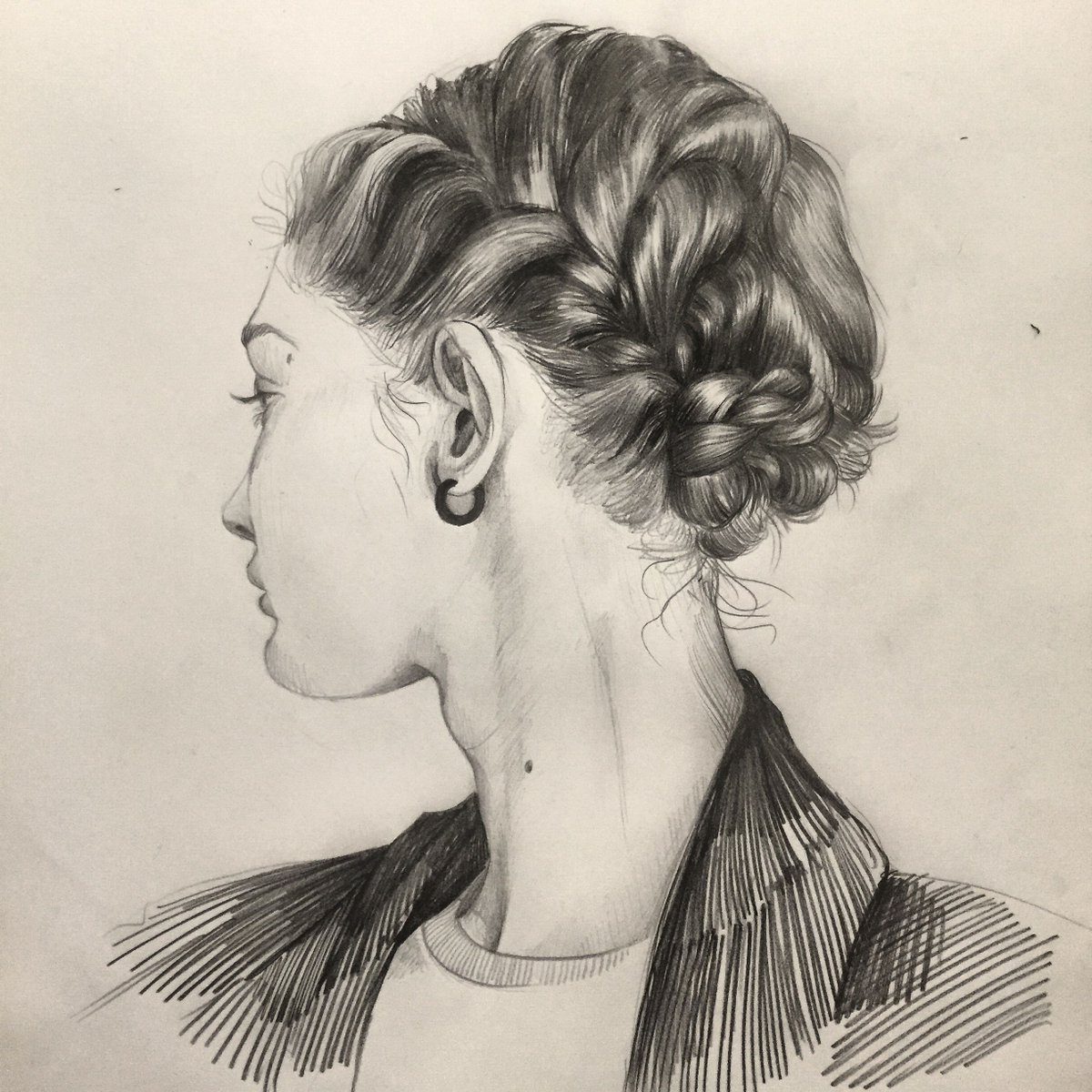 So impressed with the line work in this pencil sketch  https://t.co/dJyCJQ5m3c https://t.co/YURgqPnmt7