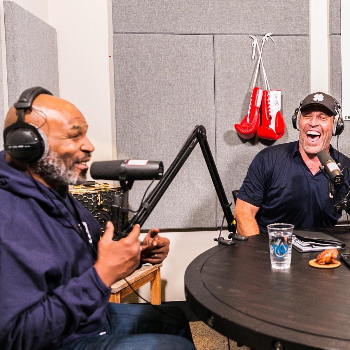 Had a great time with @TonyRobbins yesterday filming @hotboxinpodcast https://t.co/Gp0ZMo92EU