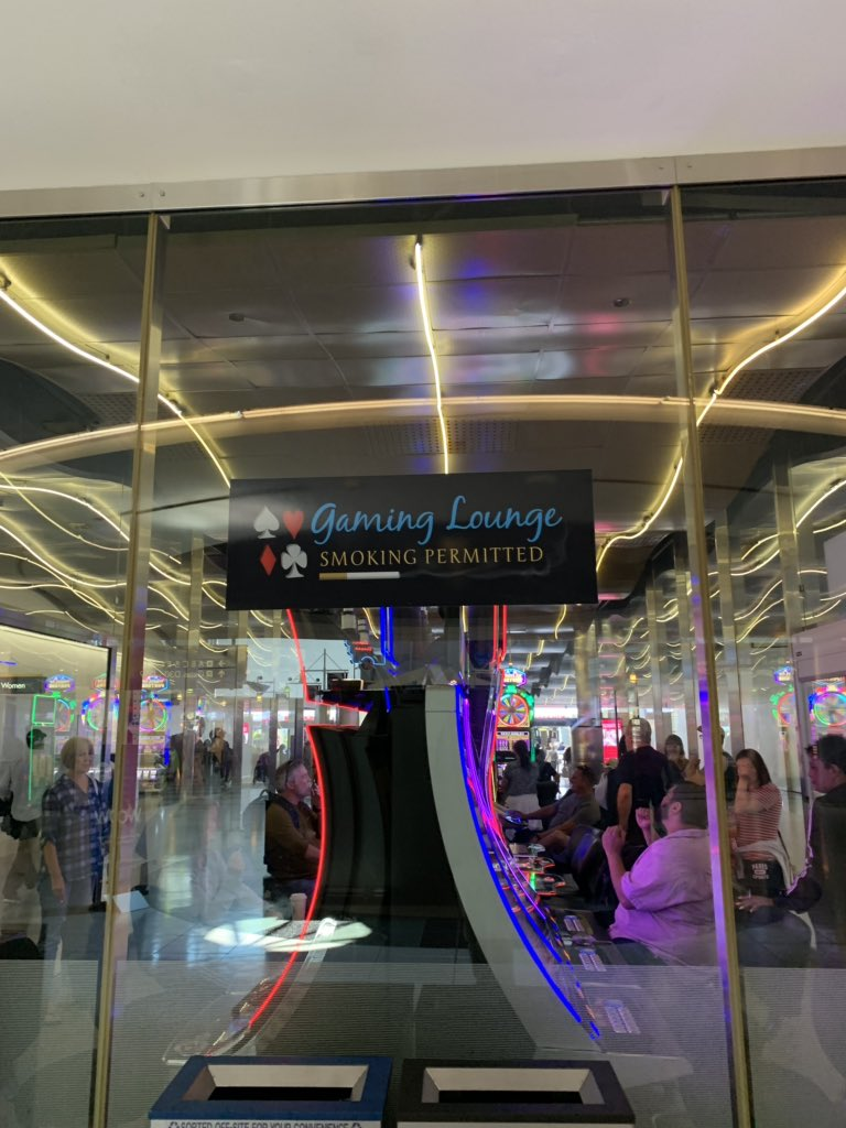 di_pola: You know you are in Vegas when you see this just after exiting the gate. #MagentImagine #RoadtoImagine https://t.co/y0MYsB3YQT