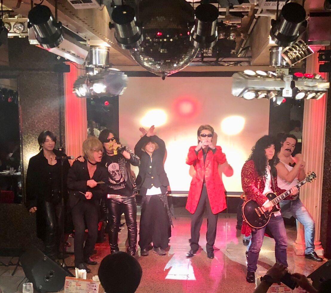 test ツイッターメディア - 昨日は歌芸夢者ロックフェスでした。  左から氷室京介さん、YOSHIKIさん、 TOSHIさん、HYDEさん、カールスモーキー石井さん、PATAさん、変なおじさん。  そして終演後、ルナフェスっぽく撮りました↓↓ https://t.co/75vz2EKRQx https://t.co/muiAvw4RnW