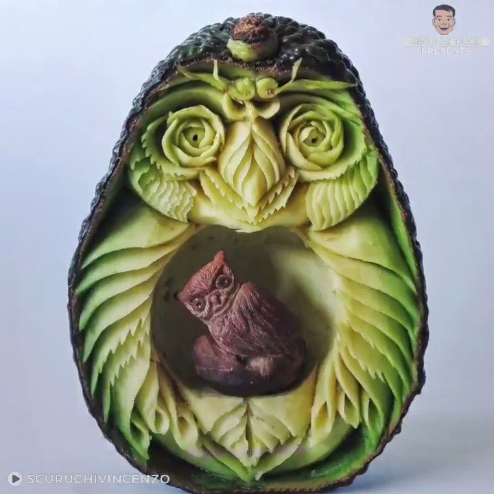 I'll never look at an avocado the same way again.😳Simply stunning work.