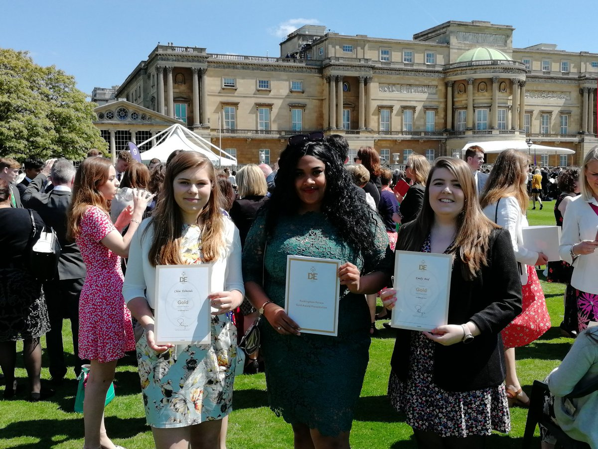 test Twitter Media - RT @CartertonCC: Our wonderful Gold Award holders at Buckingham Palace today https://t.co/CtRPcIuovh