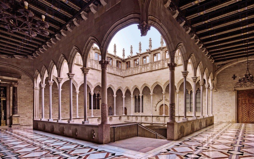 The Gothic courtyard of the #Palau de la Generalitat was built in the early 15th century by Marc Safont, a prominent Catalan architect in the Middle Ages. https://t.co/FmssucGgYf