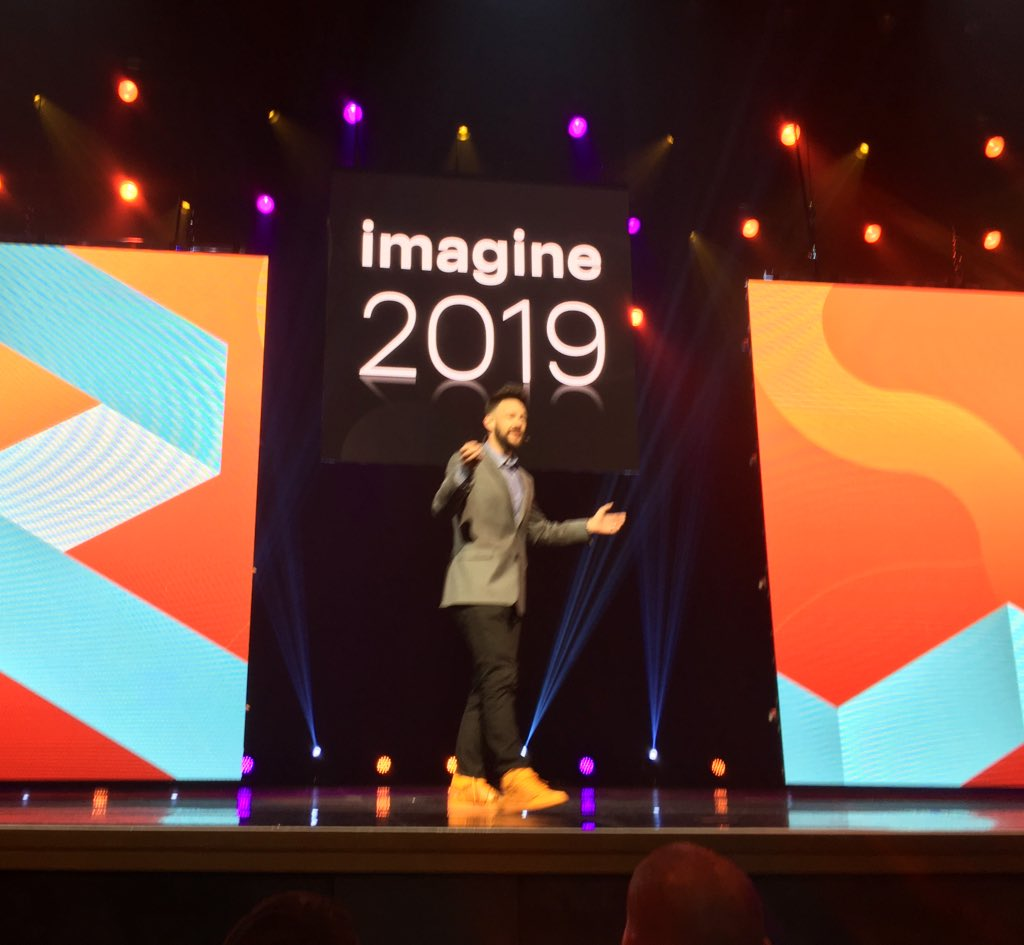 benmarks: Some podcaster onstage opening up #MagentoImagine... https://t.co/kNIEqE54Mf