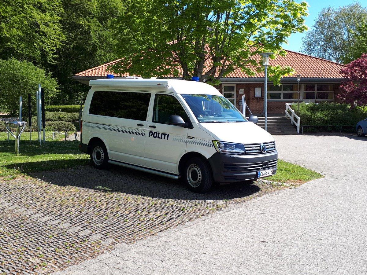 #fynspoliti Så er bussen i Svendborg Byparken ved boligsocialt hus hvor vi er klar til at modtage borgerne. https://t.co/Cc1l4wur96
