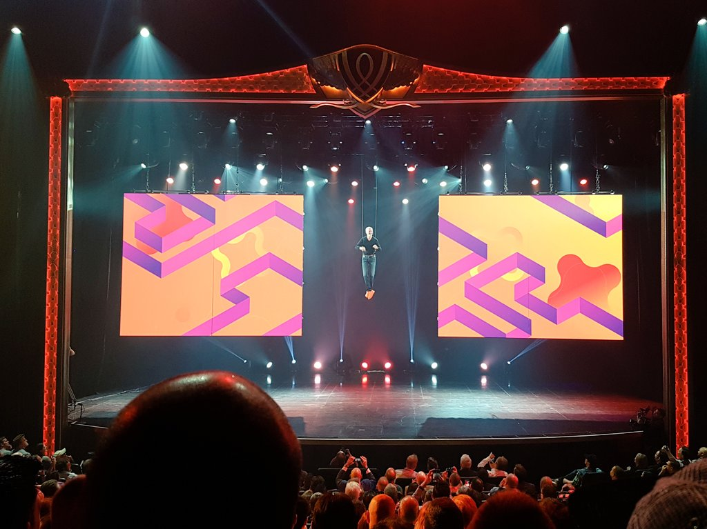 aronstanic: This is how you make the #MagentoImagine stage entrance! https://t.co/BaQQI0ZrEk