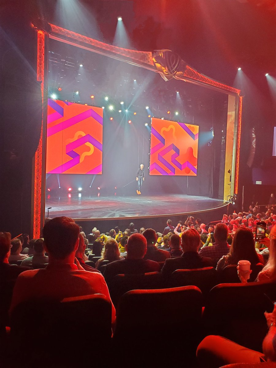 HumanElementA2: Day 2 of #MagentoImagine and Woosley descends from the cloud for general session. https://t.co/b4gvACN8nS
