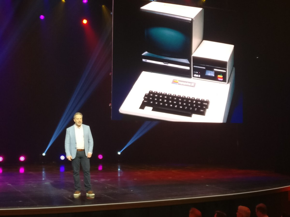cmuench: Great. An old Apple II at #MagentoImagine https://t.co/dZmjlKH5uq