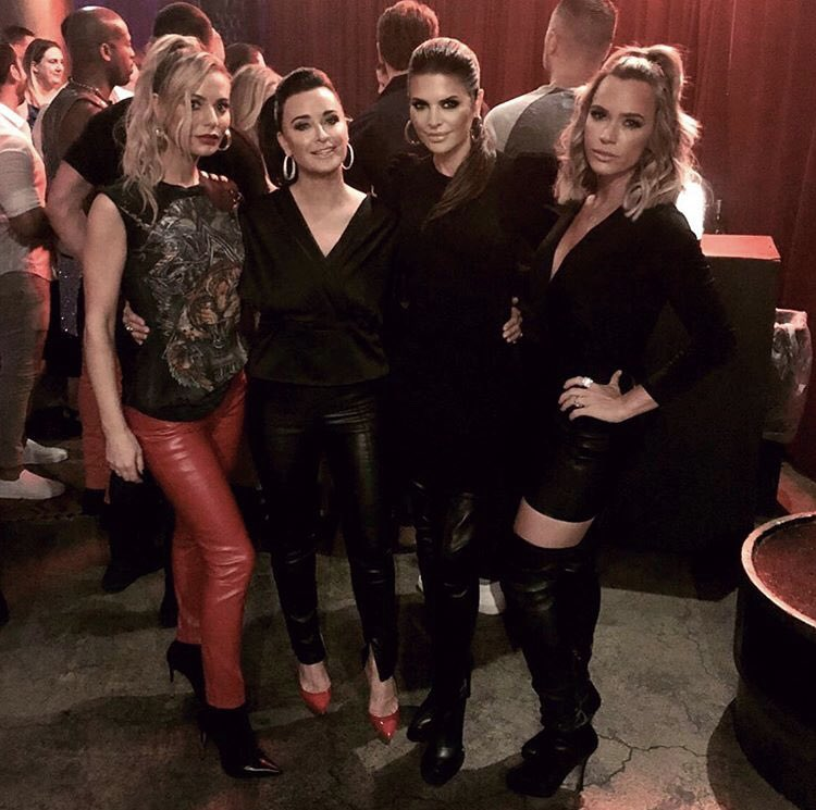 Tonight on #RHOBH ???? I wear a pony to @erikajayne's concert at the Globe Theater! @bravotv 9pm ????????????????????????????⭐️???? https://t.co/s3HYSEJNO8