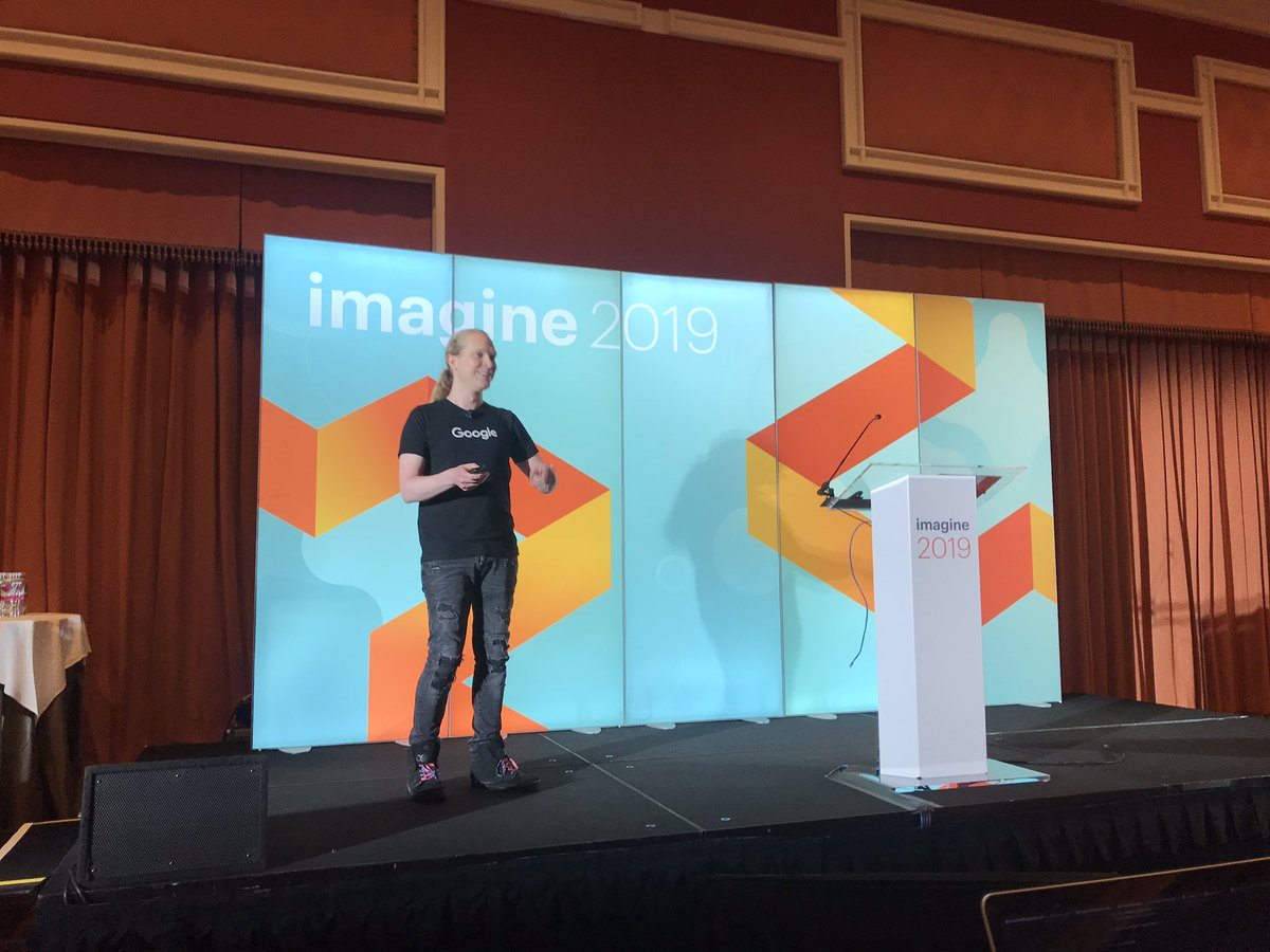 knowj: It's always a pleasure to have @rowan_m on stage. Why focus on performance? #MagentoImagine https://t.co/etOg5tyn7c