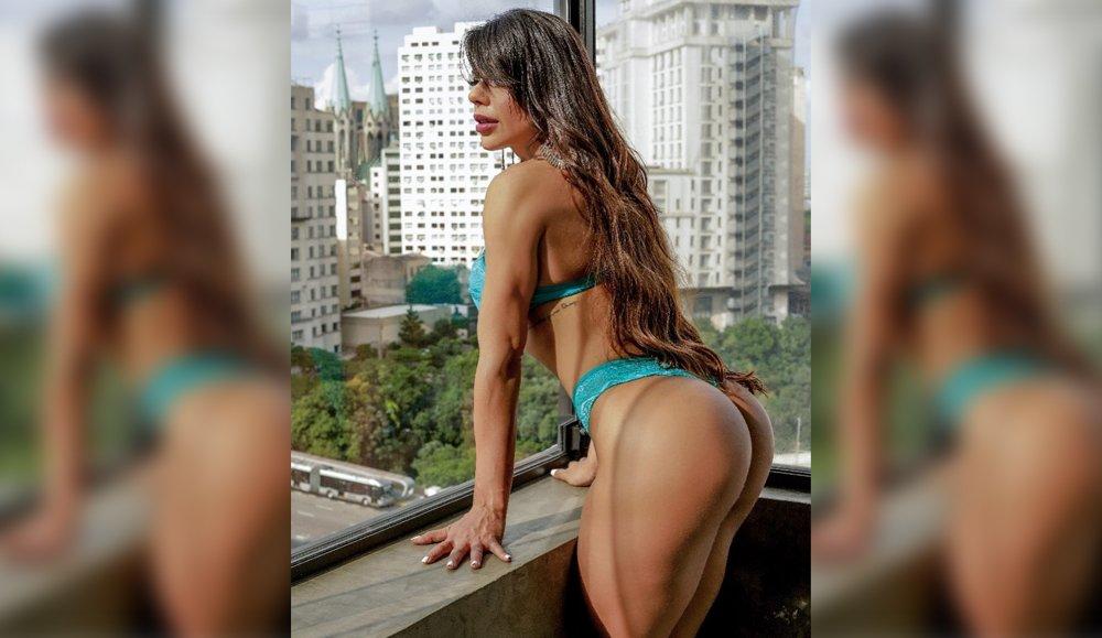 RT @depesoyuc: Suzy Cortez presume su rico trasero en tanga desde el balcón https://t.co/nOujo8cRaK https://t.co/ddS6kQeLgU