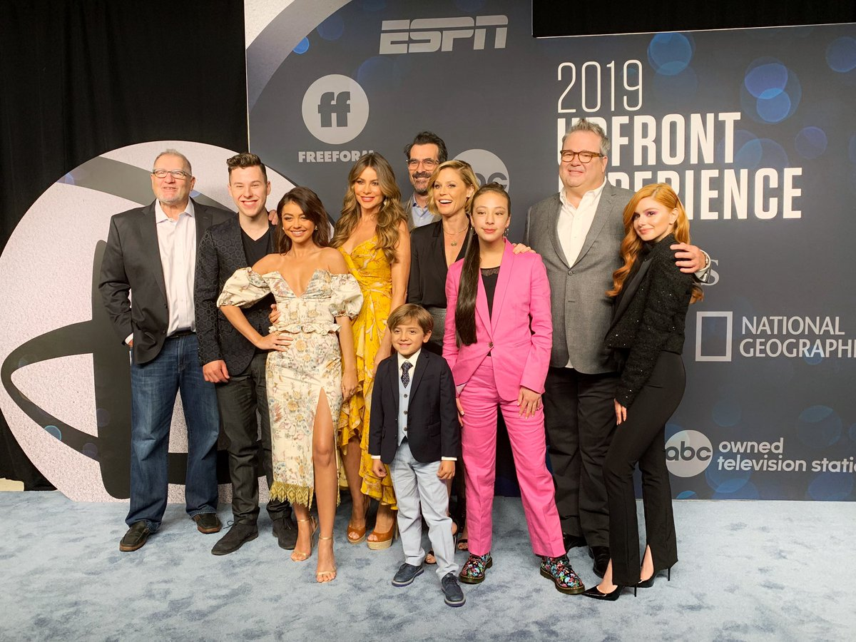RT @ModernFam: Our #ModernFamily cast is rocking the red carpet at #ABCUpfront! https://t.co/hMfOfZTnp6