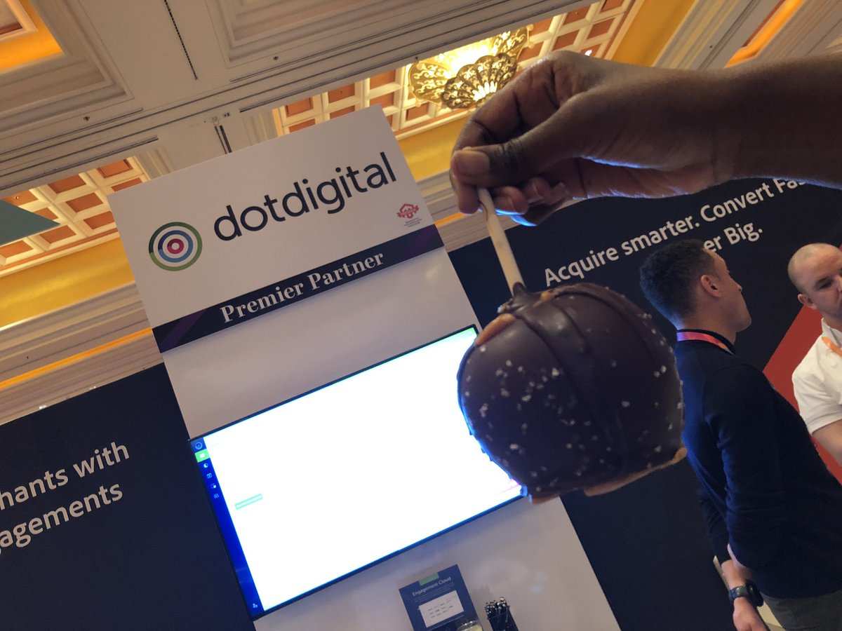 sherrierohde: Delicious chocolate covered apple slices at the @dotdigital booth! 😋 #MagentoImagine https://t.co/L9xwaCV1Qj