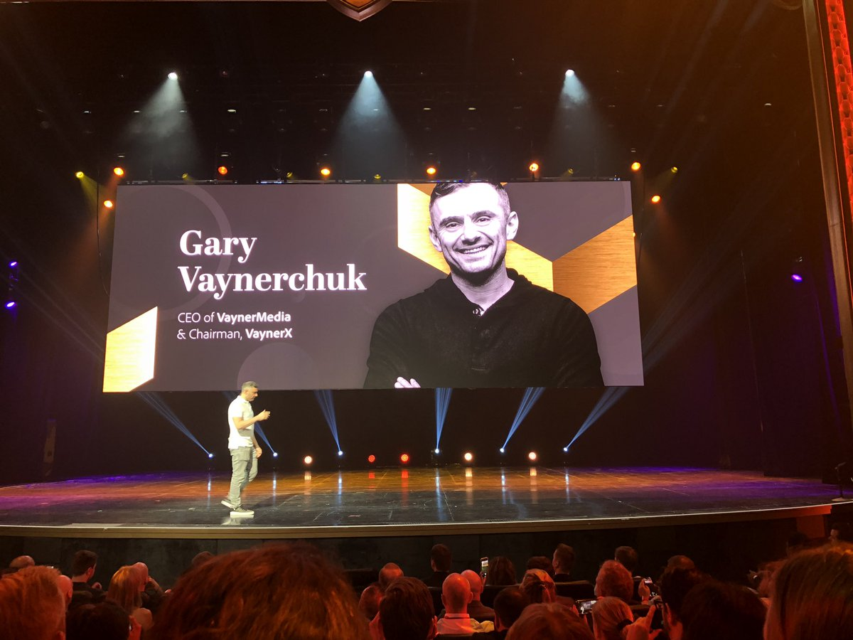 GoldieChan: And @garyvee takes the stage at #MagentoImagine ☄️☄️☄️ https://t.co/iMdU3lkt4C