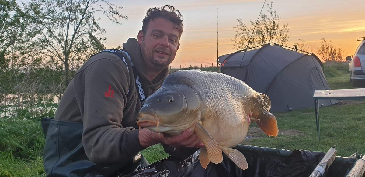 Geoff just had his first English 30lb of the year. First time out. #carpfishing #vasswaders https://