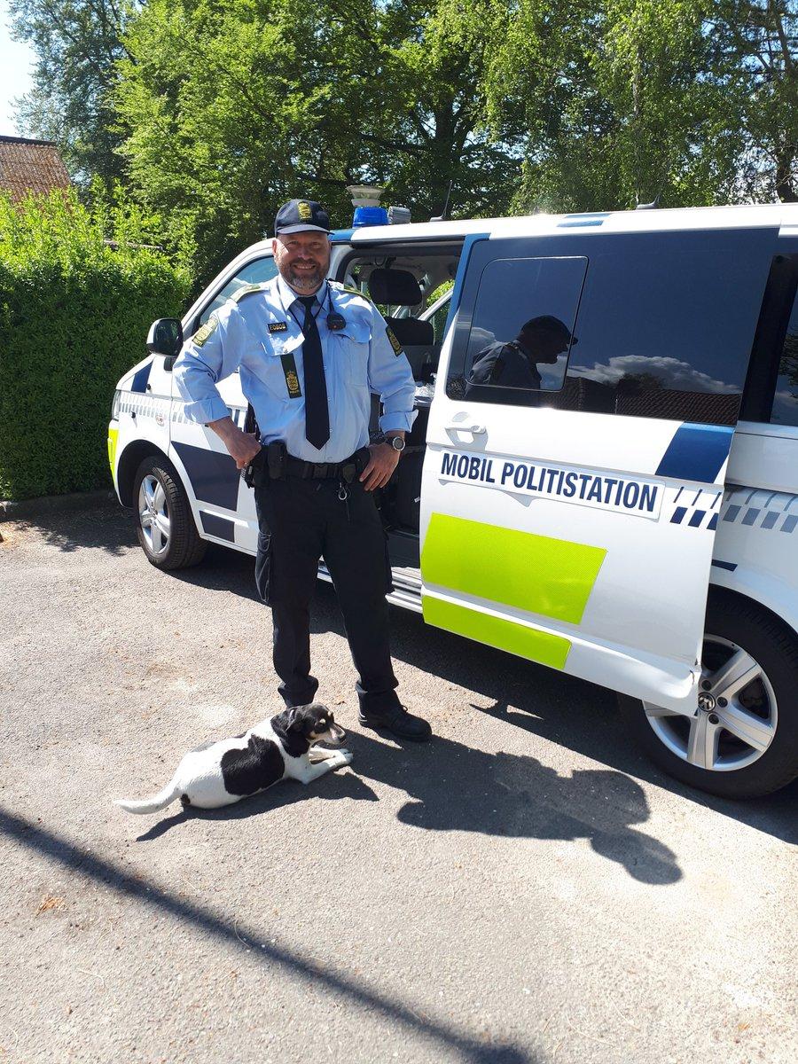 Mobil politistation ved Vindeby-onsevig forsamlingshus https://t.co/FXfrUQFbNy