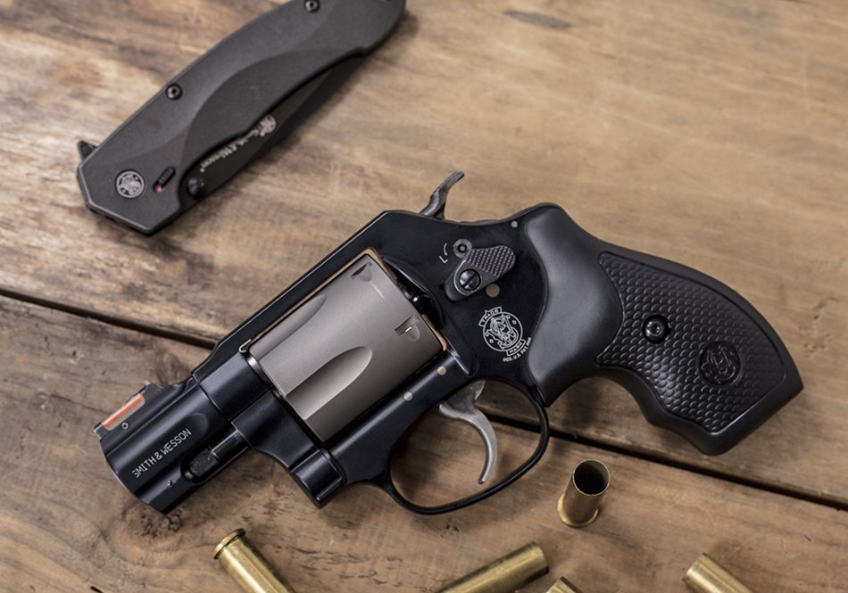 It's Wheelgun Wednesday with the Smith & Wesson Model 360 PD, a lightweight carry, .357 Magnum with HI-VIZ Fiber Optic Orange front sight and Titanium Alloy cylinder! @HIVIZSights #wheelgunwednesday #smithandwesson #357magnum #scandiumalloy https://t.co/UW1P7xvZ6i