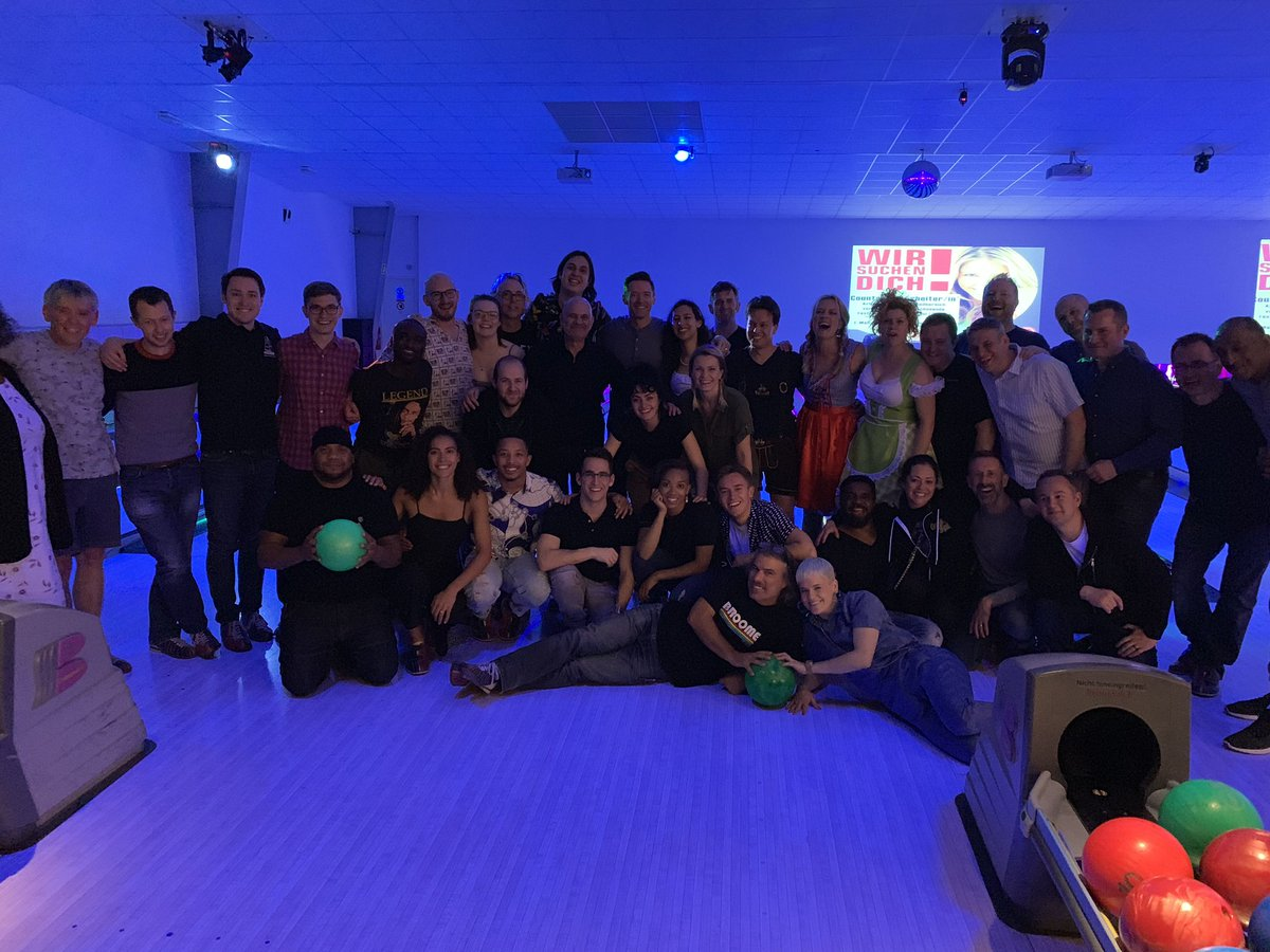 Touring family bowling night. #TheManTheMusicTheShow ???? https://t.co/RycOfHJ3WB