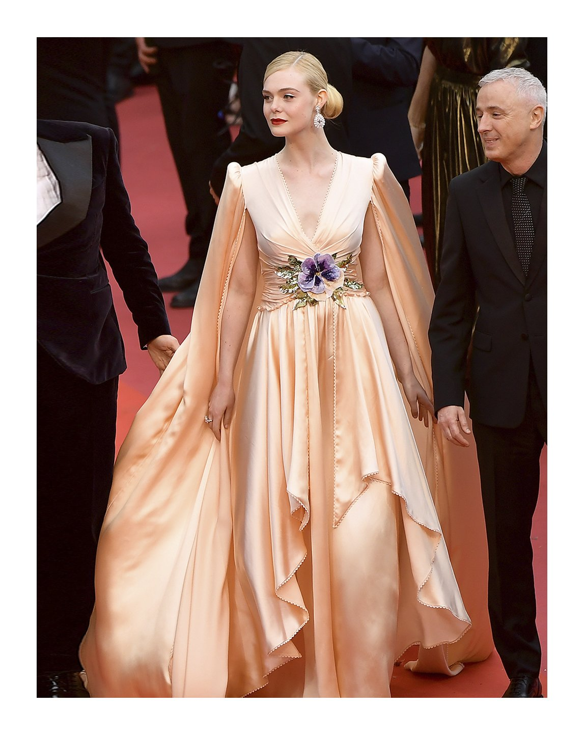 #ElleFanning wore a custom #Gucci soft pink silk gown with cape, purple and ivory floral embroidery at the waist by #AlessandroMichele to the Opening Ceremony of the 72nd annual @Festival_Cannes at Palais des Festivals. https://t.co/r4LkUq9DQn