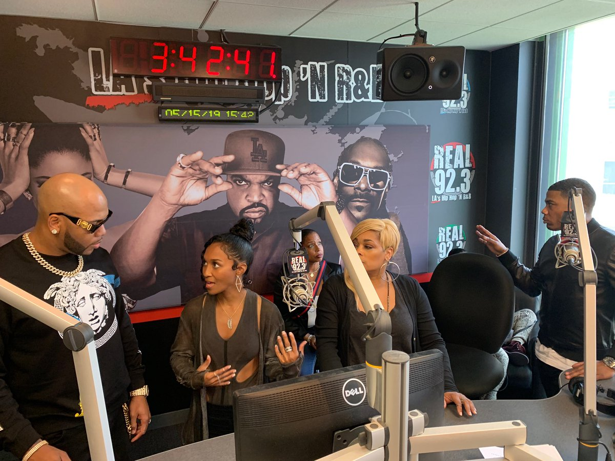 RT @TheCruzShow: Tune in RIGHT NOW!  We have special guests: ????@official_flo  ???? @OfficialTLC  ???? @nelly_mo https://t.co/0dFlG3Ulu0