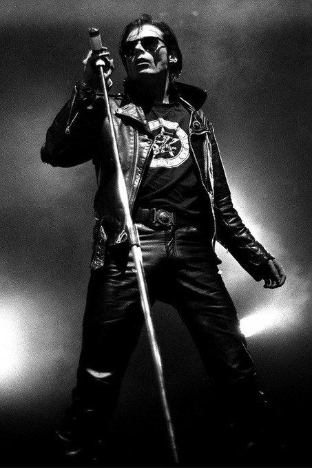 Há 60 anos: nascia Andrew Eldritch, vocalista do The Sisters of Mercy.  Happy Birthday Andrew!!