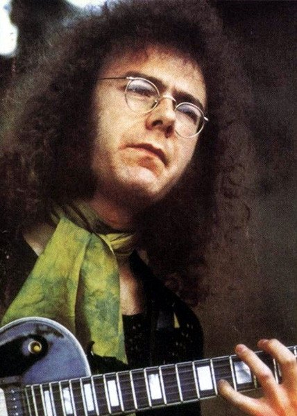 Happy Birthday to King Crimson guitarist Robert Fripp, born on this day in Wimborne Minster, Dorset in 1946.